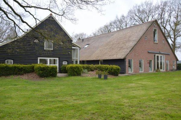 Boerderij Oud Avereest in Balkbrug - Overijssel - Nederland - 16 personen - tuin