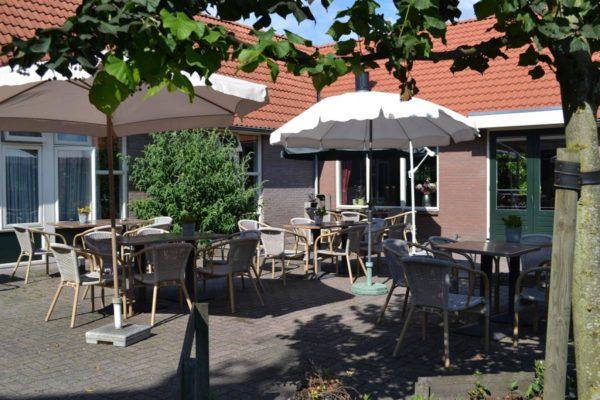 Luxe groepsaccommodatie in Elsloo - Friesland - Nederland - 30 personen - terras