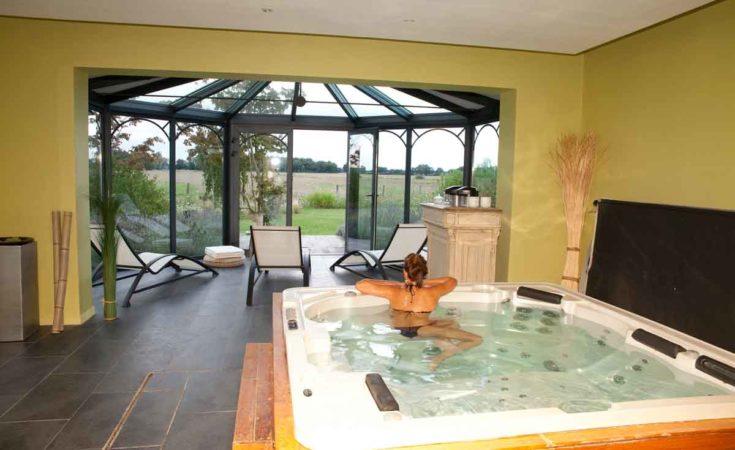 Villa met binnenzwembad jacuzzi