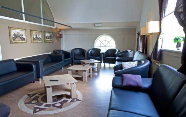 Wellnesshuis in Gasselternijveen - Drenthe - Nederland - 18 personen - zitkamer